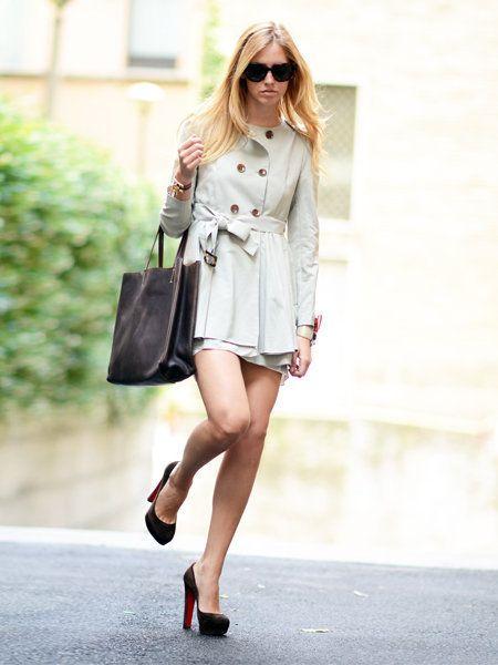Clothing, Eyewear, Sleeve, Shoulder, Bag, Sunglasses, Joint, Human leg, Outerwear, Style,