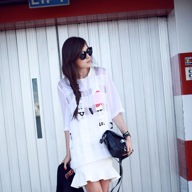 Clothing, Product, Sleeve, Shoulder, Red, Bag, Joint, Outerwear, White, Fashion accessory,
