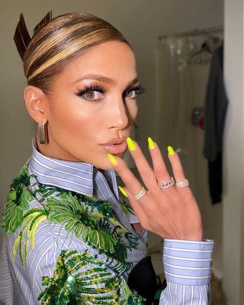 Finger, Hairstyle, Eyebrow, Eyelash, Style, Eye shadow, Nail, Fashion, Eye liner, Cosmetics,