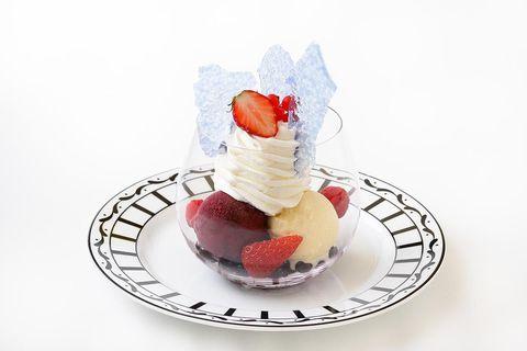 Food, Frozen dessert, Dessert, Whipped cream, Cuisine, Sundae, Dish, Cream, Strawberry, Strawberries,