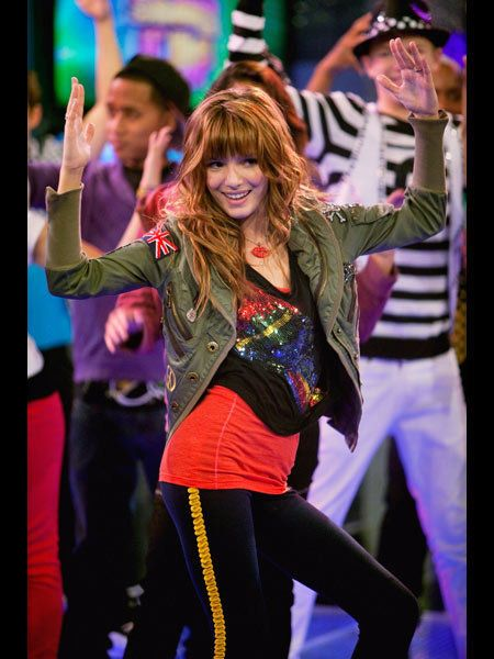 Entertainment, Performing arts, Dancer, Party, Artist, Dance, Music venue, Celebrating, Belt, Costume,