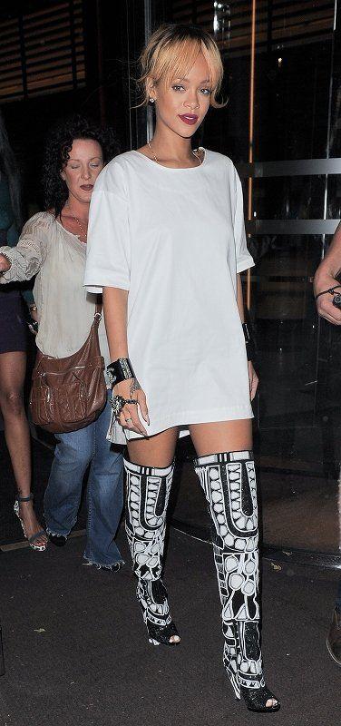 Clothing, Arm, Leg, Shoulder, Fashion accessory, Joint, Style, Street fashion, Thigh, Fashion,