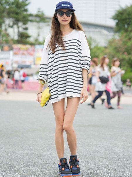 Clothing, Eyewear, Footwear, Leg, Human leg, Shoulder, Cap, Style, Street fashion, Fashion accessory,