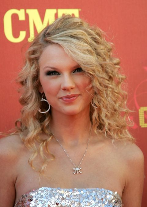 Hair, Blond, Hairstyle, Ringlet, Long hair, Chin, Eyebrow, Beauty, Lip, Layered hair,