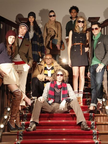 Footwear, Leg, Trousers, Hat, Outerwear, Cool, Fashion, Sunglasses, Sun hat, Goggles,