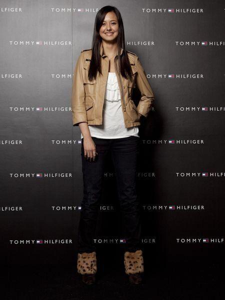 Brown, Sleeve, Human body, Denim, Style, Collar, Jacket, Khaki, Blazer, Street fashion,