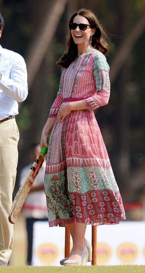 Sleeve, Textile, Style, Dress, Pattern, Dress shirt, Street fashion, Fashion, Sunglasses, One-piece garment,