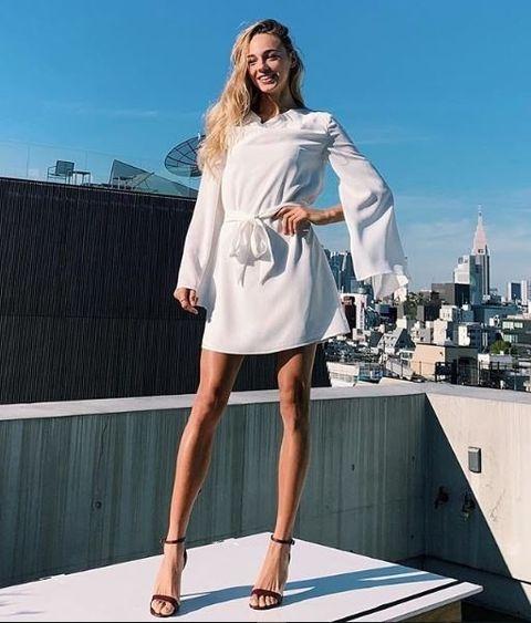 Clothing, Dress, Sleeve, Human leg, Shoulder, Joint, One-piece garment, Summer, Knee, Street fashion,