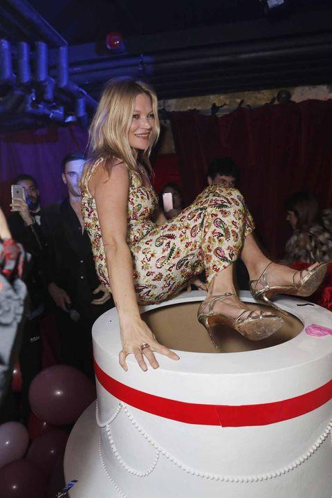 Fashion, Fun, Leg, Party, Cake, Nightclub, Sitting, Food,