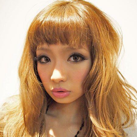 Lip, Mouth, Hairstyle, Chin, Eyebrow, Eyelash, Bangs, Step cutting, Jaw, Beauty,
