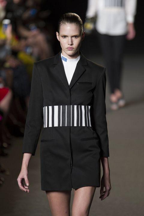 Sleeve, Collar, Joint, Outerwear, Formal wear, Style, Coat, Fashion model, Fashion show, Fashion,