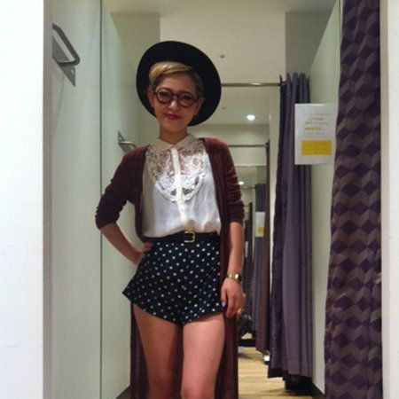 Sleeve, Shoulder, Hat, Human leg, Joint, Standing, Style, Waist, Fashion accessory, Fashion,