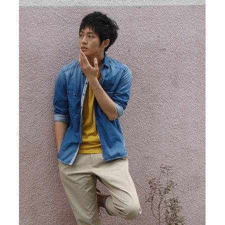 Sleeve, Shoulder, Collar, Elbow, Standing, Slipper, Dress shirt, People in nature, Neck, Street fashion,