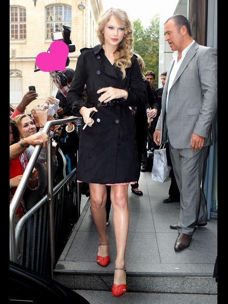 Clothing, Leg, Coat, Shirt, Outerwear, Dress, Formal wear, Suit, Style, Blazer,
