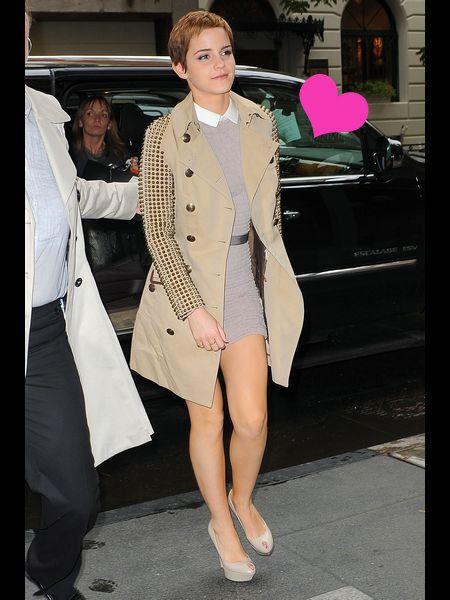 Footwear, Shoe, Coat, Outerwear, Style, Bag, Street fashion, Fashion, Luggage and bags, Fashion model,