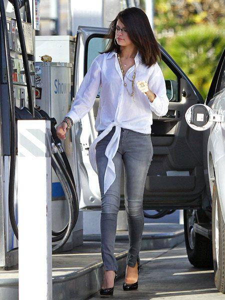 Eyewear, Automotive design, Trousers, Shoe, Outerwear, Vehicle door, Street fashion, Sunglasses, Alloy wheel, Bag,