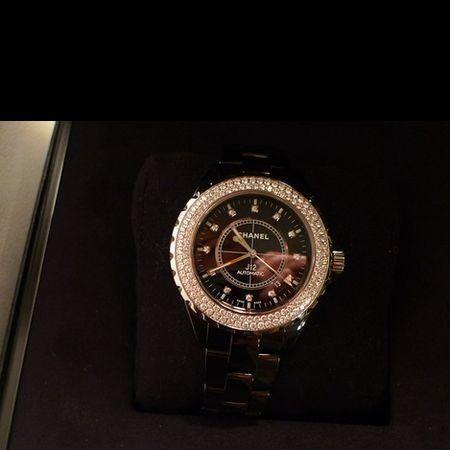Analog watch, Watch, Watch accessory, Wrist, Clock, Metal, Everyday carry, Strap, Still life photography, Brand,