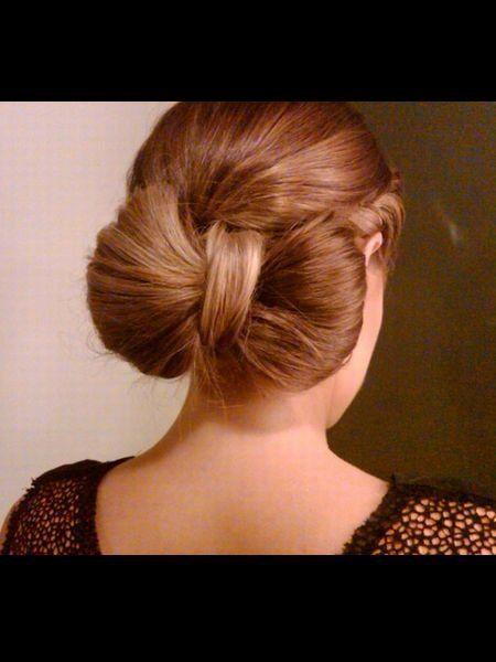 Hair, Ear, Brown, Hairstyle, Shoulder, Style, Earrings, Brown hair, Back, Neck,