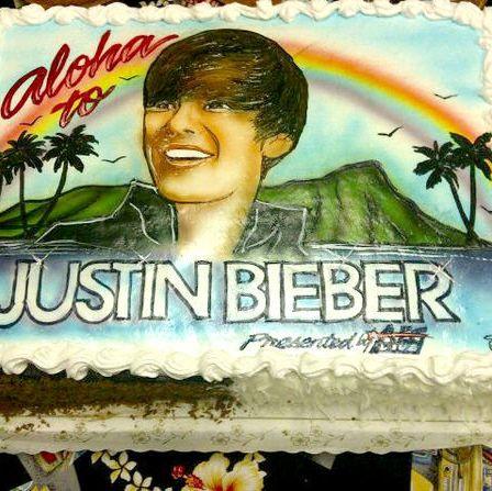 Dessert, Cake, Ingredient, Sweetness, Baked goods, Cake decorating, Cake decorating supply, Rainbow, Sugar cake, Cream,