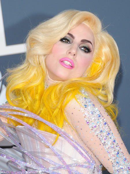 Mouth, Lip, Hairstyle, Pink, Eyelash, Eye shadow, Eye liner, Beauty, Blond, Wig,