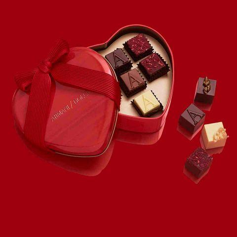 Giri choco, Honmei choco, Chocolate, Bonbon, Praline, Food, Sweetness, Chocolate bar, Confectionery, Dominostein,