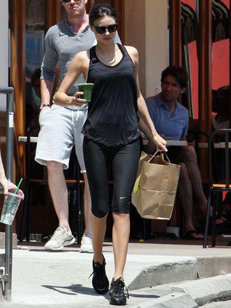 Clothing, Leg, Human body, Shoulder, Human leg, Joint, Outerwear, Style, Fashion accessory, Street fashion,
