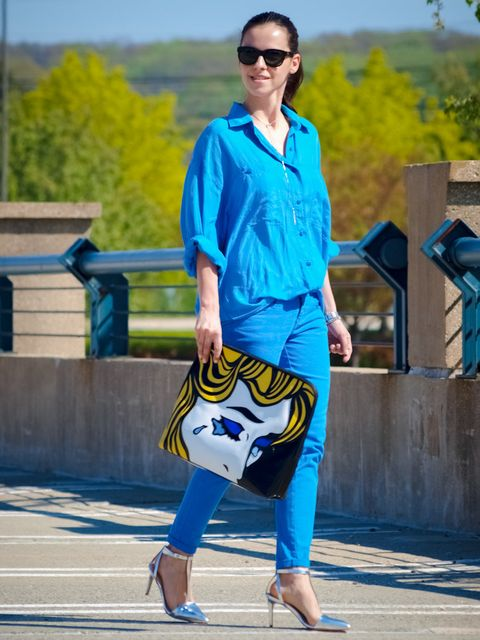 Clothing, Eyewear, Blue, Sleeve, Trousers, Bag, Textile, Joint, Outerwear, Sunglasses,