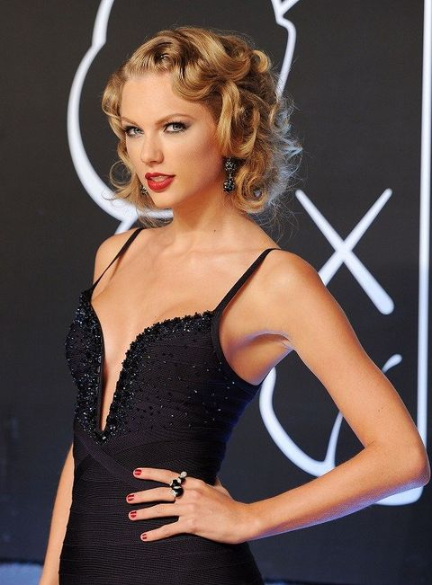 Hair, Hairstyle, Shoulder, Dress, Eyelash, Beauty, Cocktail dress, Day dress, Fashion model, Model,