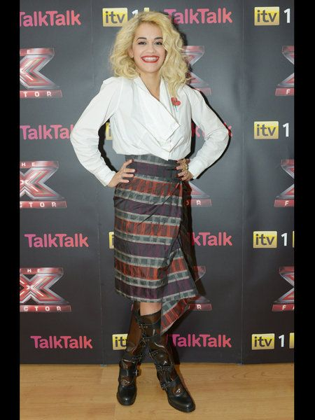 Textile, Style, Tartan, Plaid, Pattern, Logo, Fashion, Fashion model, Knee, Blond,
