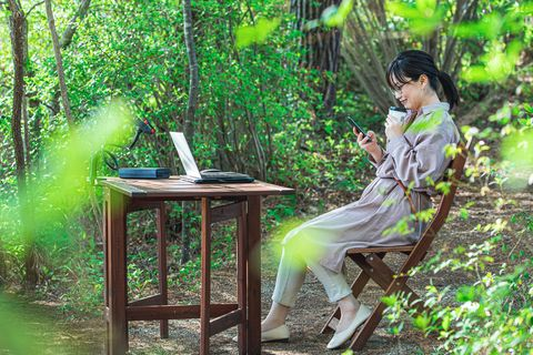 Green, Sitting, Black hair, Laptop, Personal computer, Computer, Jungle, Netbook, Communication Device, Rainforest,