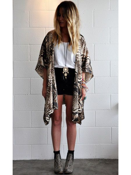 Clothing, Sleeve, Human body, Shoulder, Joint, Outerwear, Style, Street fashion, Fashion, Knee,