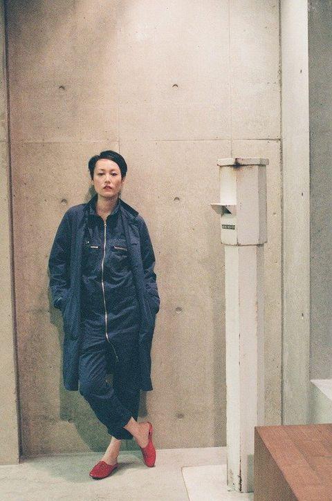 Clothing, Sleeve, Outerwear, Coat, Street fashion, Jacket, Vintage clothing, Beige, Fur, Overcoat,