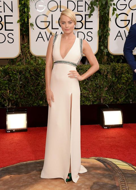 Red carpet, Carpet, Dress, Clothing, Shoulder, Gown, Fashion, Flooring, Hairstyle, Neck,