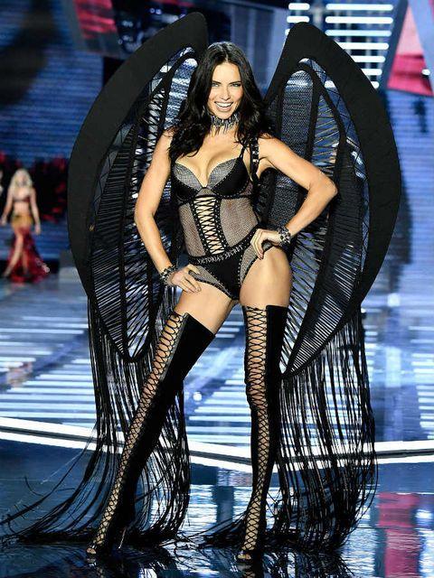 Clothing, Fashion model, Fashion, Thigh, Beauty, Leg, Performance, Model, Black hair, Long hair,