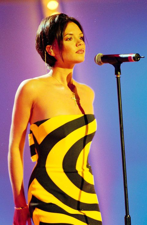 Performance, Entertainment, Singer, Performing arts, Singing, Microphone, Yellow, Music artist, Event, Microphone stand,