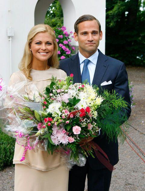 Flower Arranging, Bouquet, Floristry, Flower, Floral design, Cut flowers, Plant, Wedding dress, Marriage, Smile,