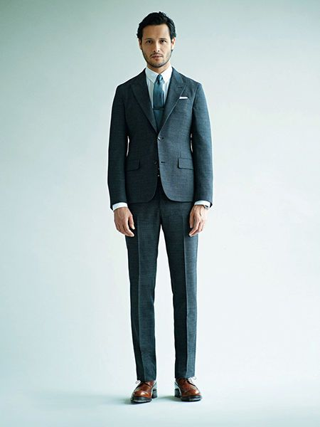 Clothing, Coat, Collar, Sleeve, Trousers, Human body, Dress shirt, Shoulder, Suit trousers, Standing,