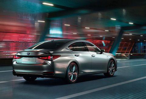 Land vehicle, Vehicle, Car, Mid-size car, Automotive design, Full-size car, Auto show, Personal luxury car, Sedan, Luxury vehicle,