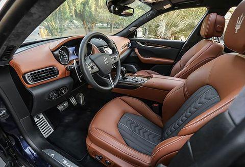 Land vehicle, Vehicle, Car, Personal luxury car, Center console, Luxury vehicle, Steering wheel, Automotive design, Maserati quattroporte, Plant,