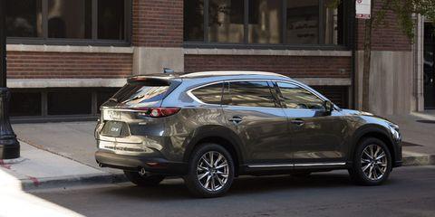 Land vehicle, Vehicle, Car, Automotive design, Motor vehicle, Crossover suv, Sport utility vehicle, Bumper, Rim, Automotive exterior,