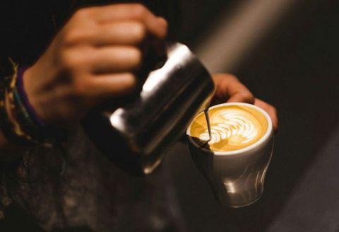 Drink, Caffè macchiato, Coffee, Hand, Liqueur, Espresso, Flat white, Barista, Cortado, Hot chocolate,