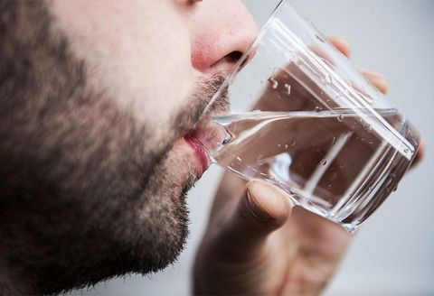Water, Facial hair, Beard, Drinking, Drink, Mouth, Hand, Lip, Ice cube, Neck,