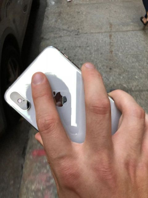 Finger, Hand, Gadget, Technology, Nail, Electronic device, Material property, Mobile phone, Smartphone, Thumb,