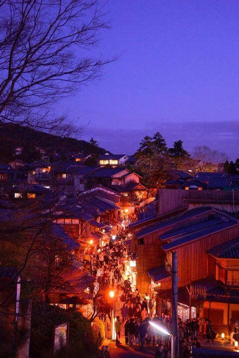 Lighting, Night, Neighbourhood, Town, Evening, Electricity, Residential area, Purple, Dusk, House,