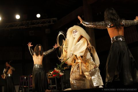 Event, Entertainment, Performing arts, Dancer, Performance, Abdomen, Stage, Performance art, Artist, Trunk,