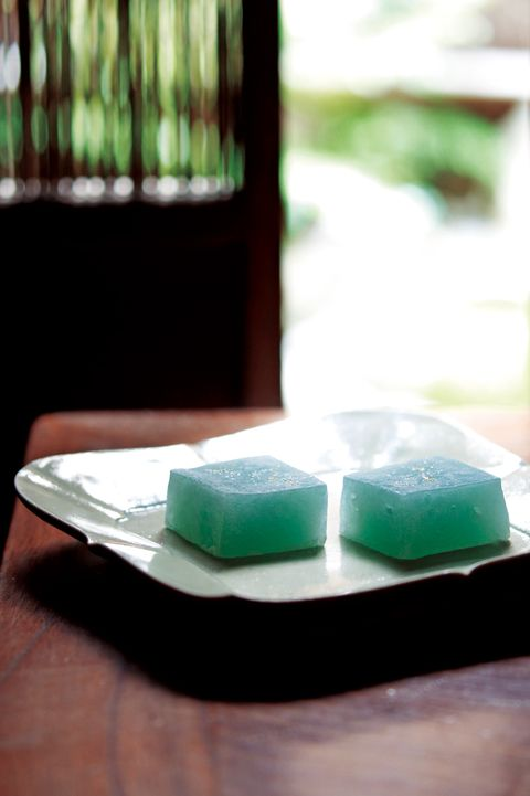 Green, Ingredient, Dishware, Kitchen utensil, Plate, Chemical compound, Soap dish, Animal product, Aspartame, Cosmetics,