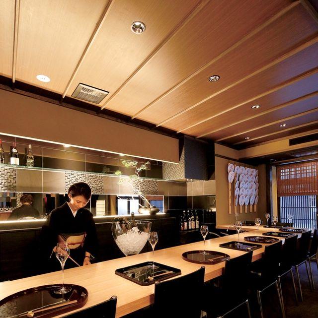 Restaurant, Interior design, Room, Building, Architecture, Table, Ceiling, Cafeteria, Furniture, Café,