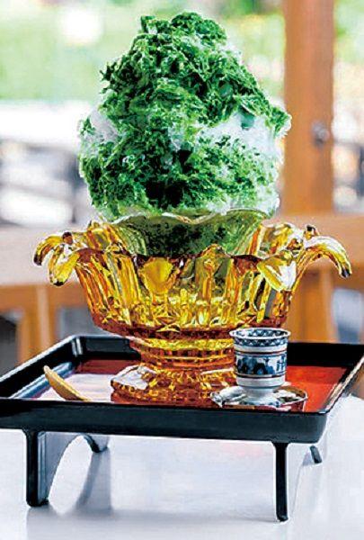 Yellow, Vase, Still life photography, Serveware, Houseplant, Centrepiece,