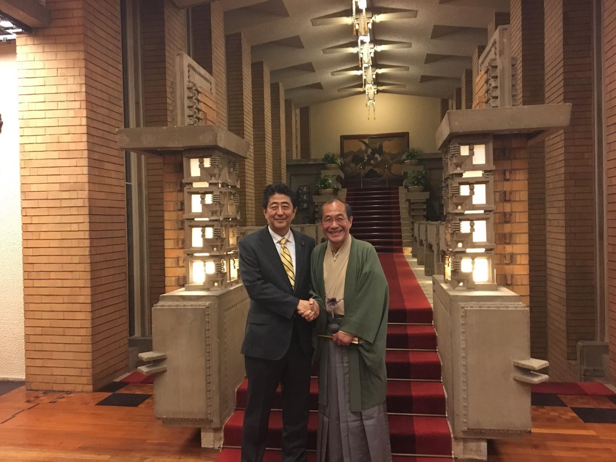 東京、総理公邸へ。チェコ首相、ボフスラ...