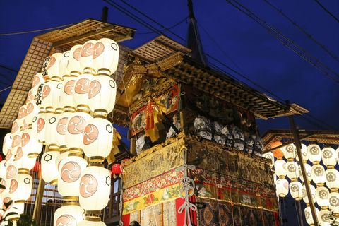 Electricity, Tradition, Lantern, Electrical supply, Place of worship, Lighting accessory, Temple, Shrine, Chinese architecture, Market,